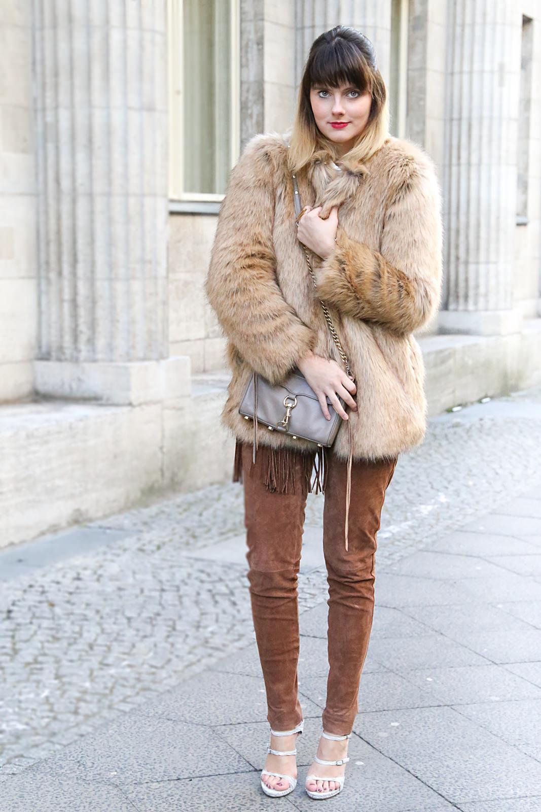 MBFW Januar 2016: Outfit mit brauner Lederhose & Fake-Fur Jacke