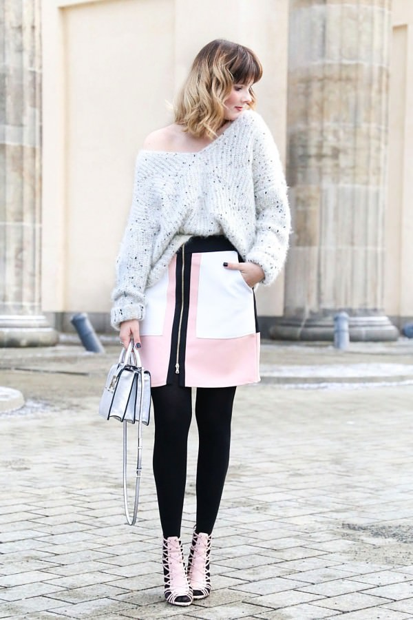 Minirock, Oversized Pullover & Strappy Heels