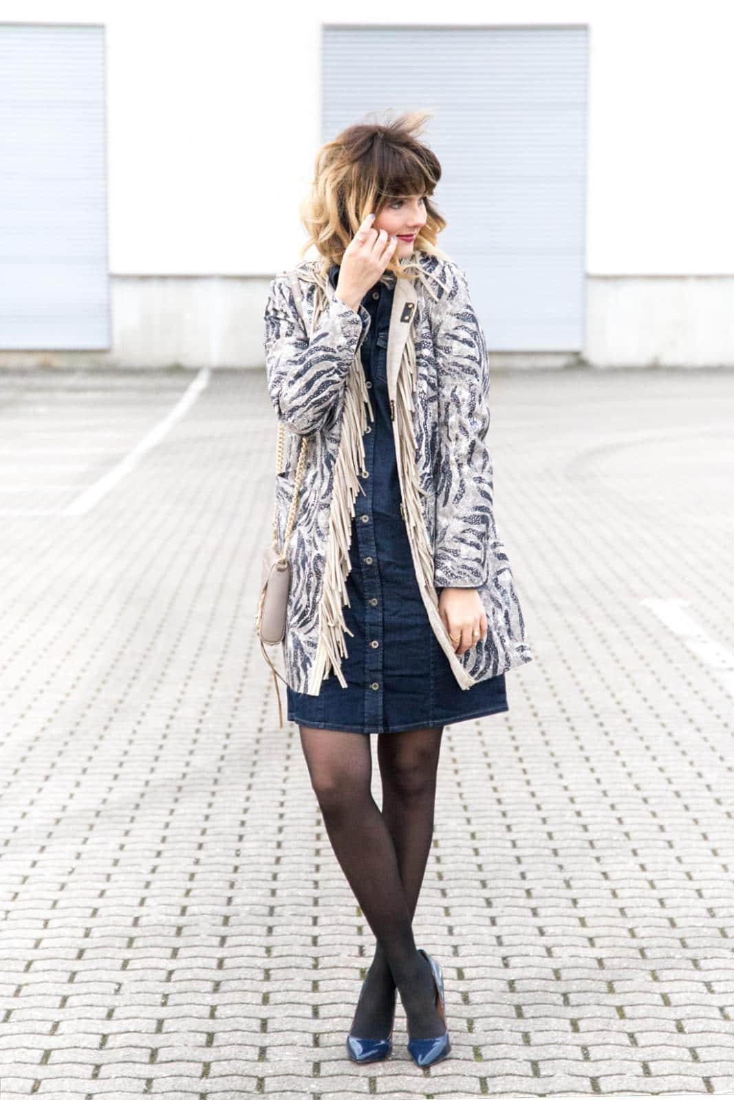 Upgrade your Basics - Outfit mit klassischem Jeanskleid