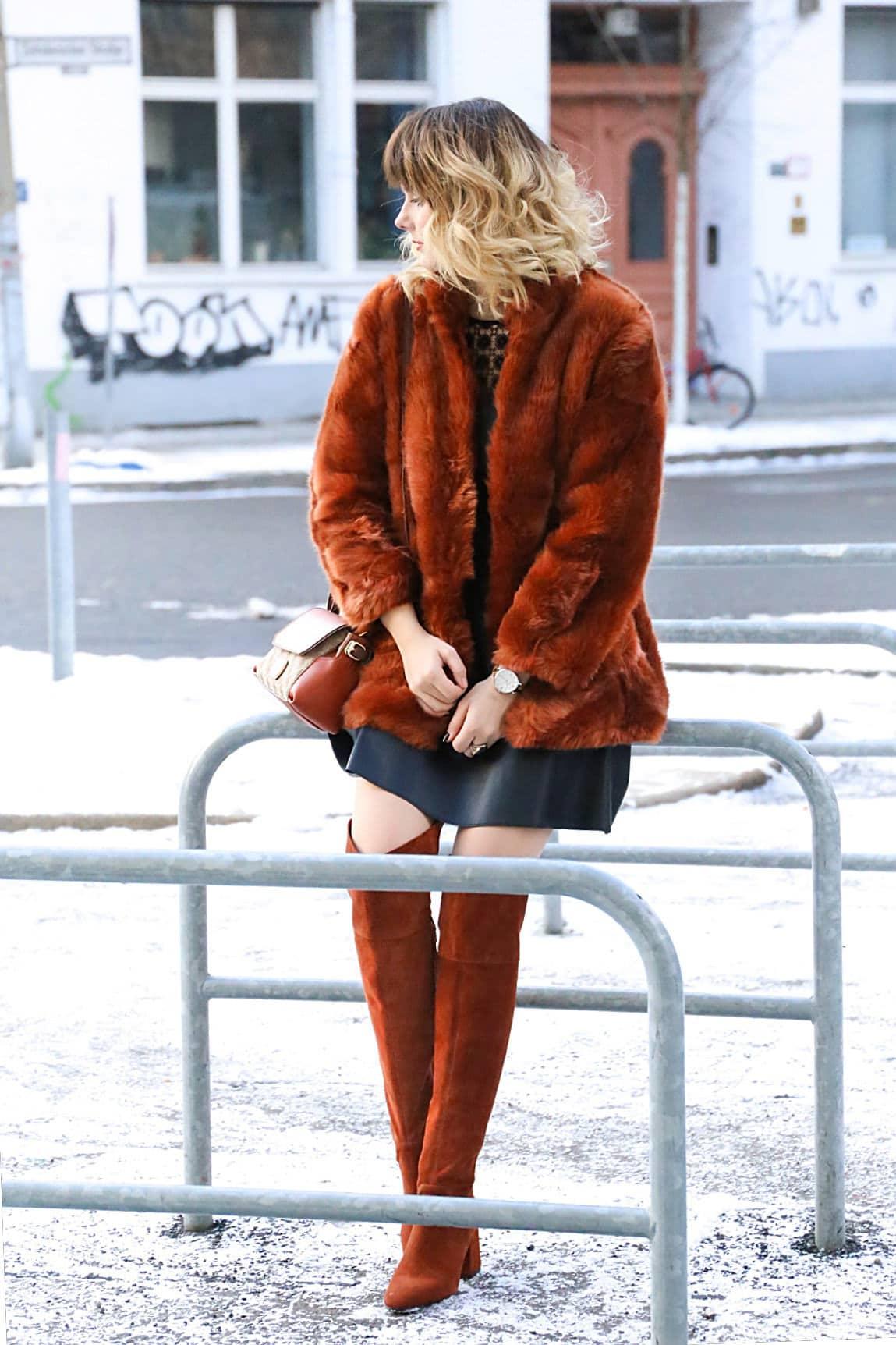 Outfit - Braune Suede Overknee Stiefel im verschneiten Berlin