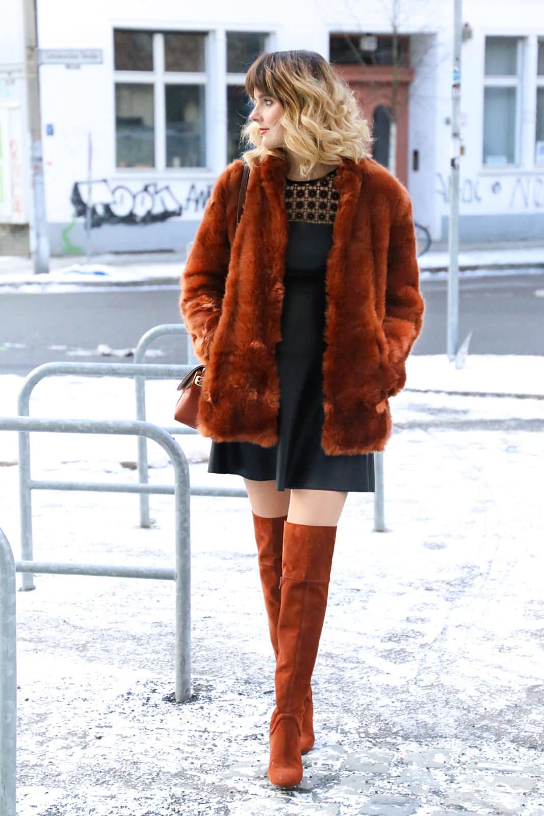 desbelleschoses-fashion-blog-köln-streetstyle-berlin-overknees-zara-fake-fur-jacke-leder-kleid-guess-handtasche 11