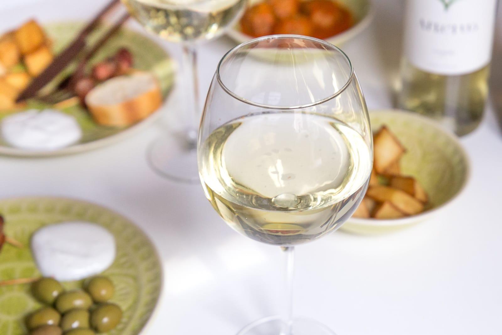 des-belles-choses-food-blog-rezepte-tapas-abend-in-den-eigenen-vier-waenden-vinho-verde-wein-portugal-geschmackstest-5.jpg