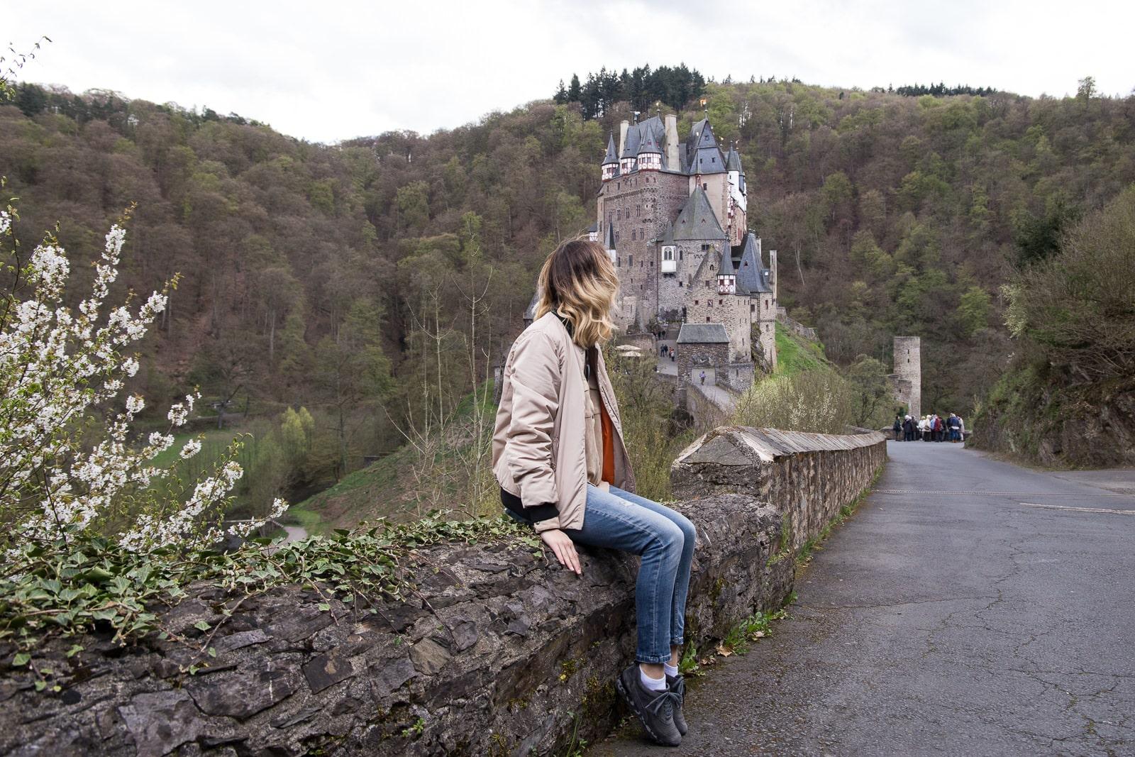 Outdoor Look vor der Burg Eltz