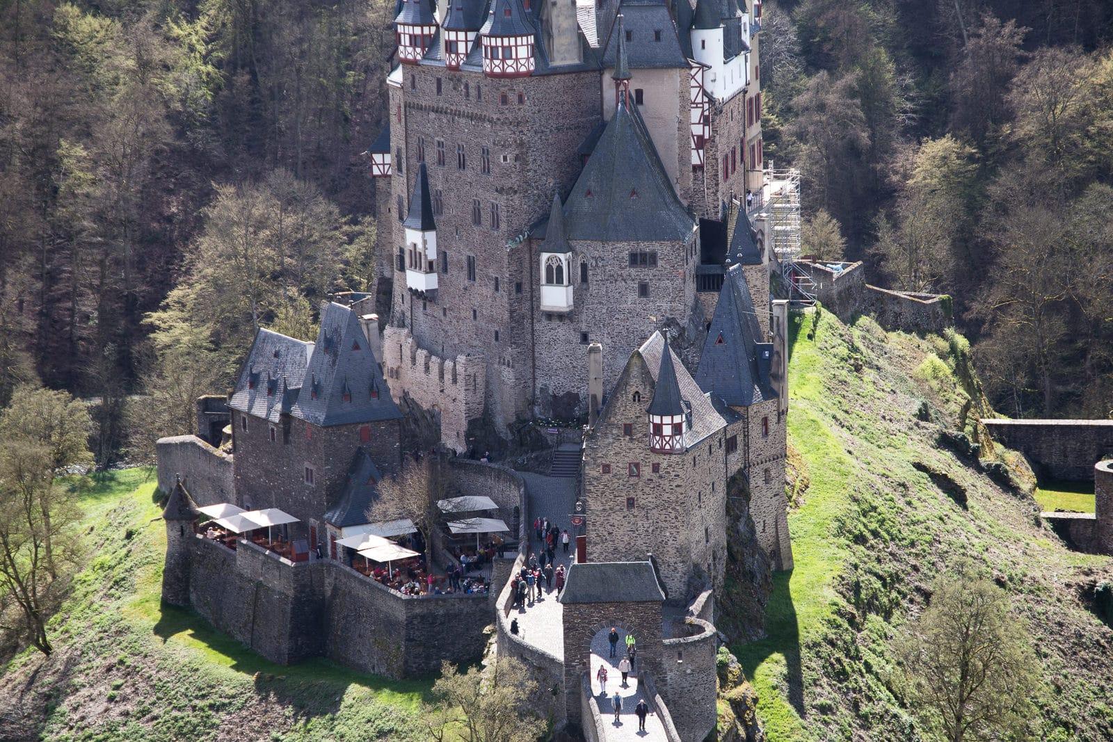 Die Burg Eltz im Sonnenschein