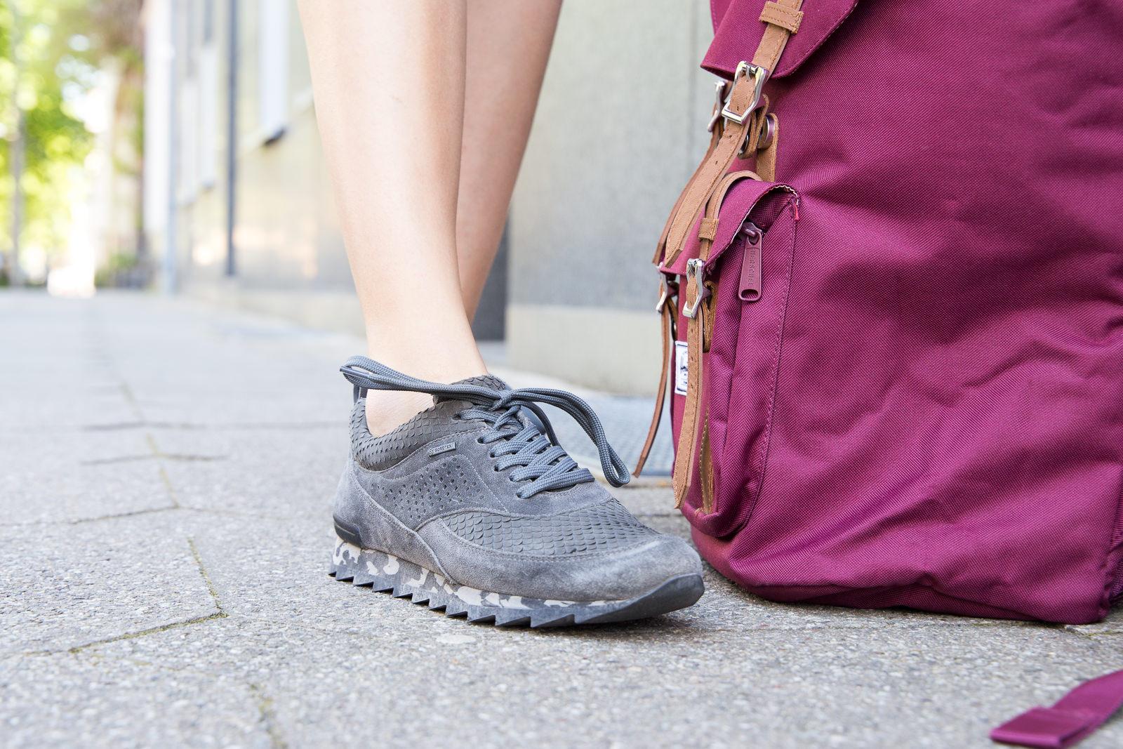Outdoor Look: Allwettertauglichen Sneakers & Herschel Rucksack