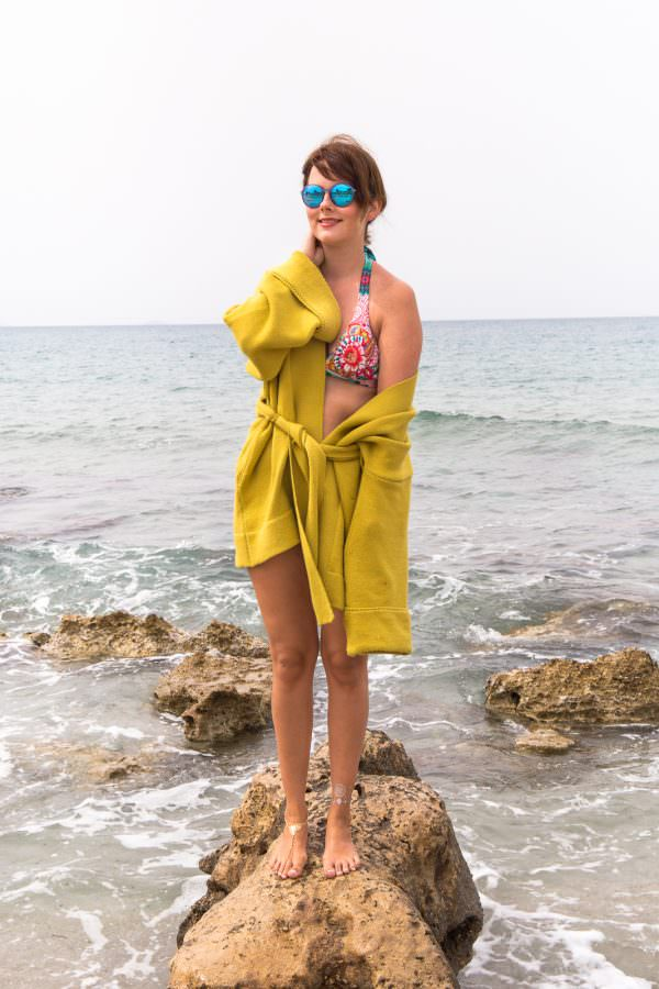 Beach Style auf Kreta: Desigual Bikini, Flash Tattoos & Platform Flats