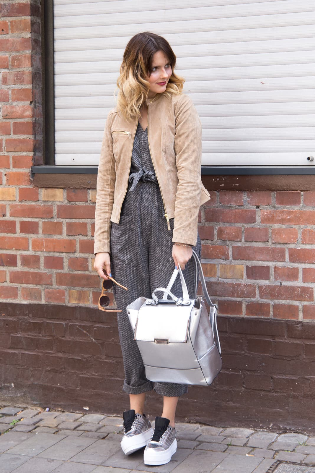 Outfit mit K-Swiss Platform Sneakers und Overall