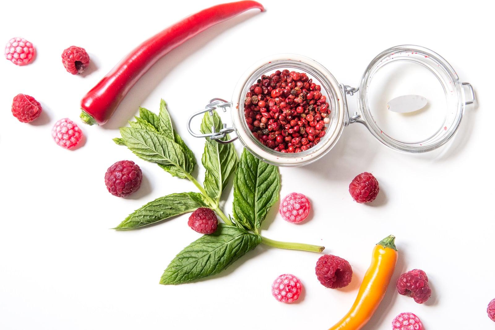 Rezepte für Cocktails mit rosa Pfeffer und Chilli