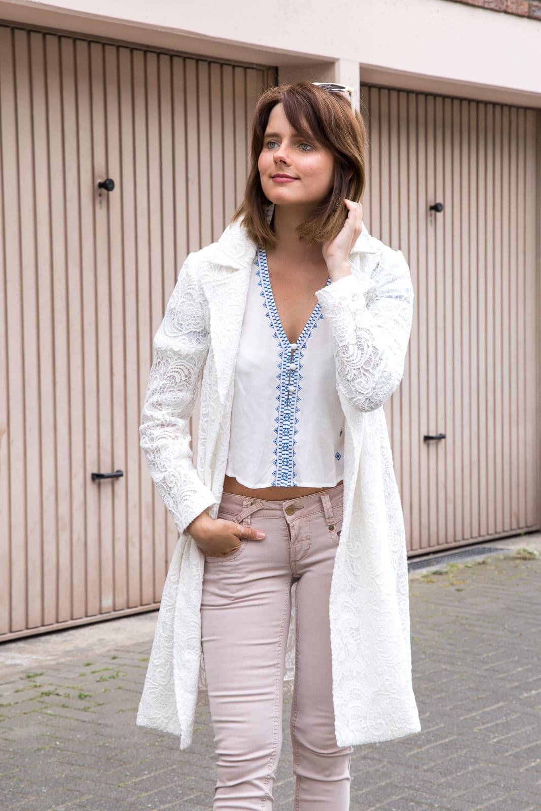 Fashion Look in Pastelltönen: Wie kombiniere ich eine rosa Jeans?