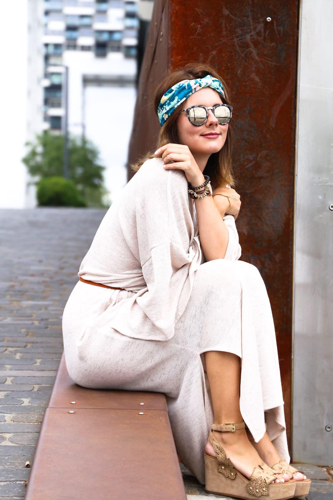 Fashion Look mit Kaftan Maxikleid & Ash Wegdes mit Nieten
