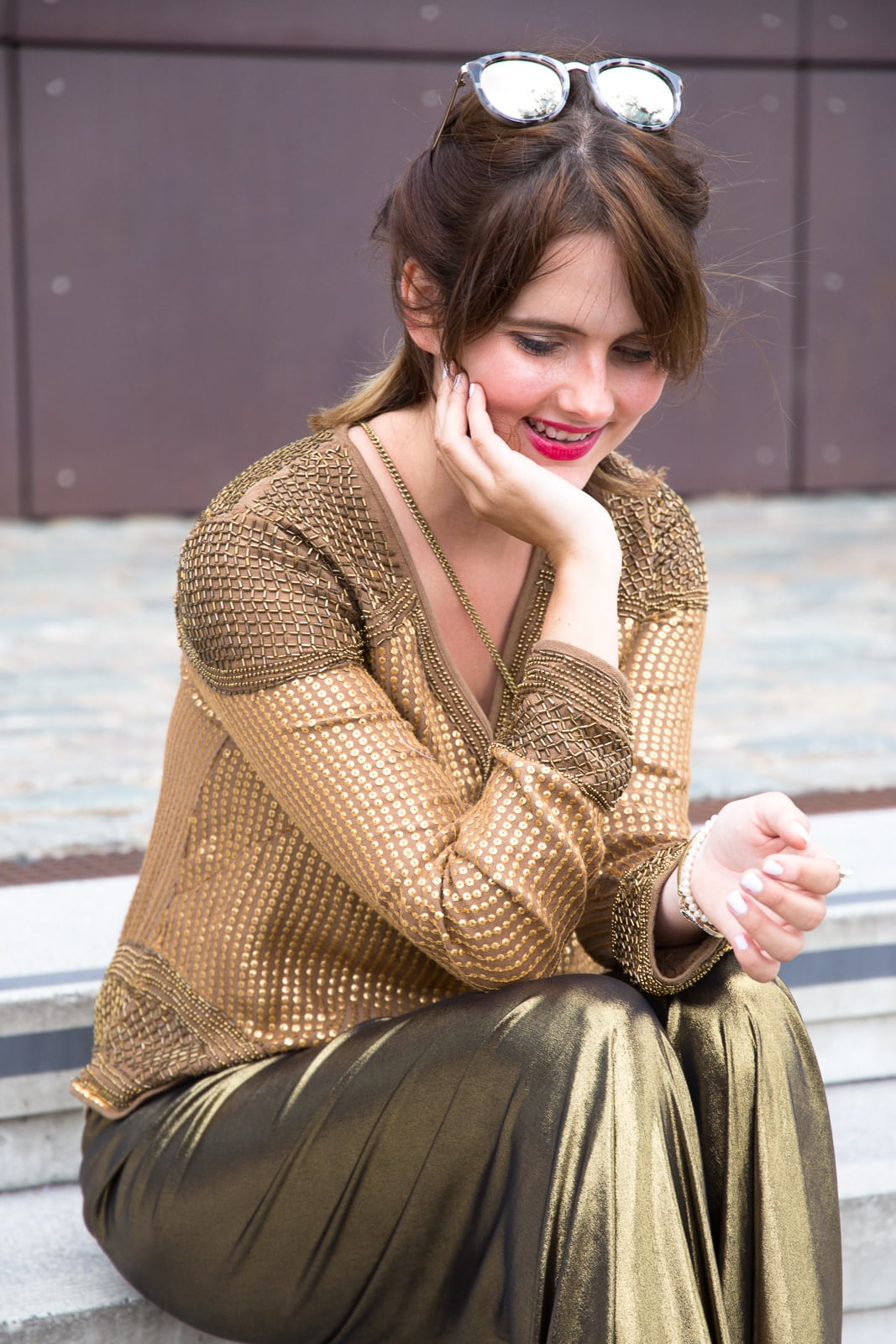 Party Outfit in Gold: Metallics Hose & Mules mit Blockabsatz