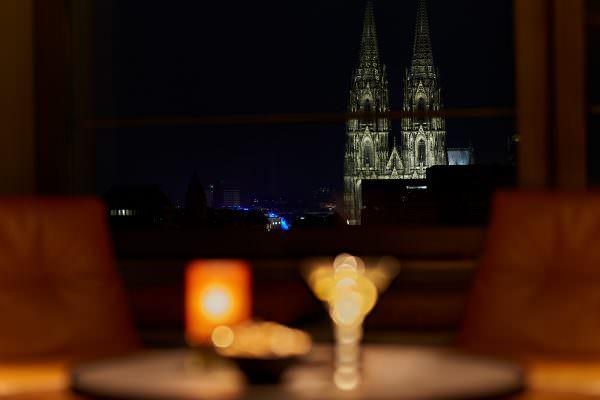 Neuer Hotspot mit Domblick: LAB12 Bar im Pullmann Köln