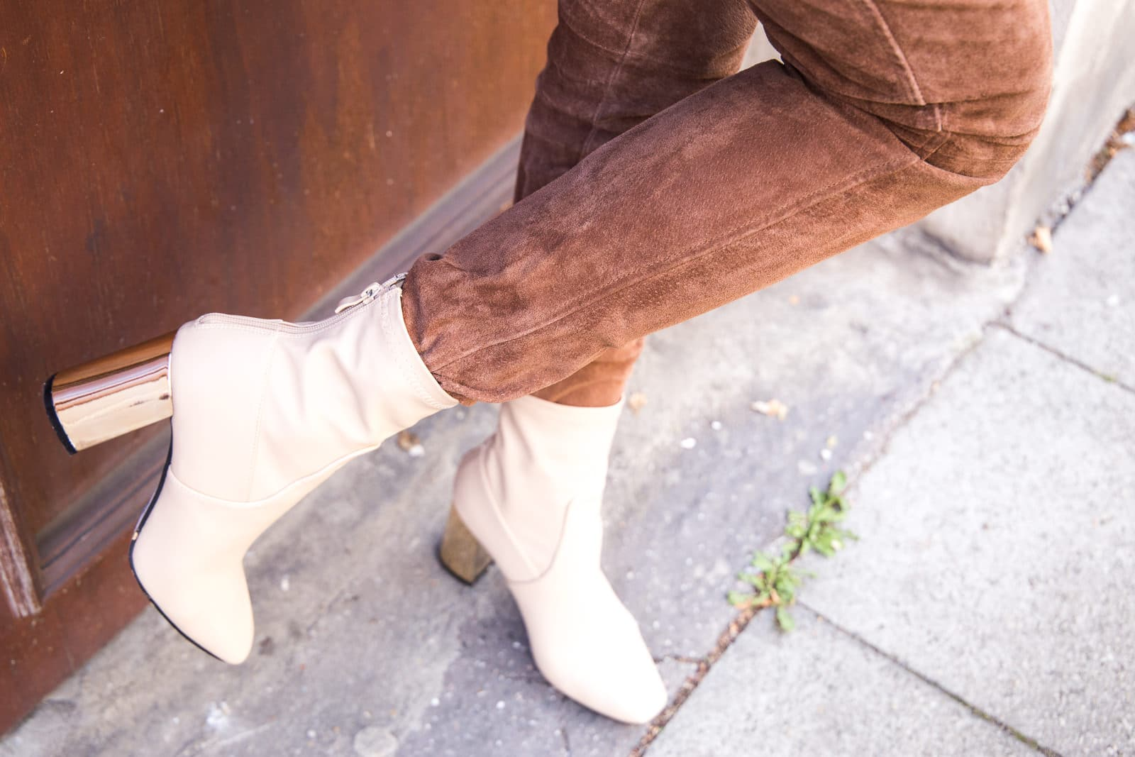 Herbst Outfit mit Valentino Look a Like Ankle Boots & Patches Schal