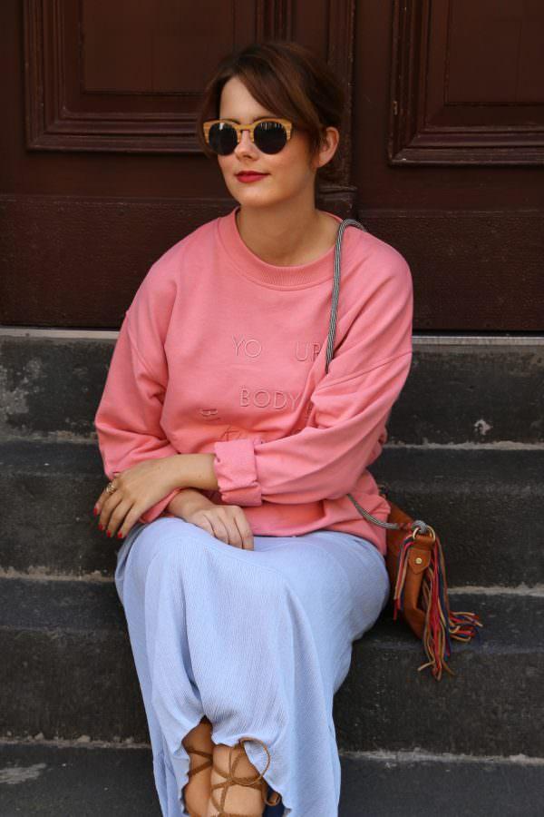 Maxikleid im Herbst: Stylingtipp - Pullover über Kleid tragen