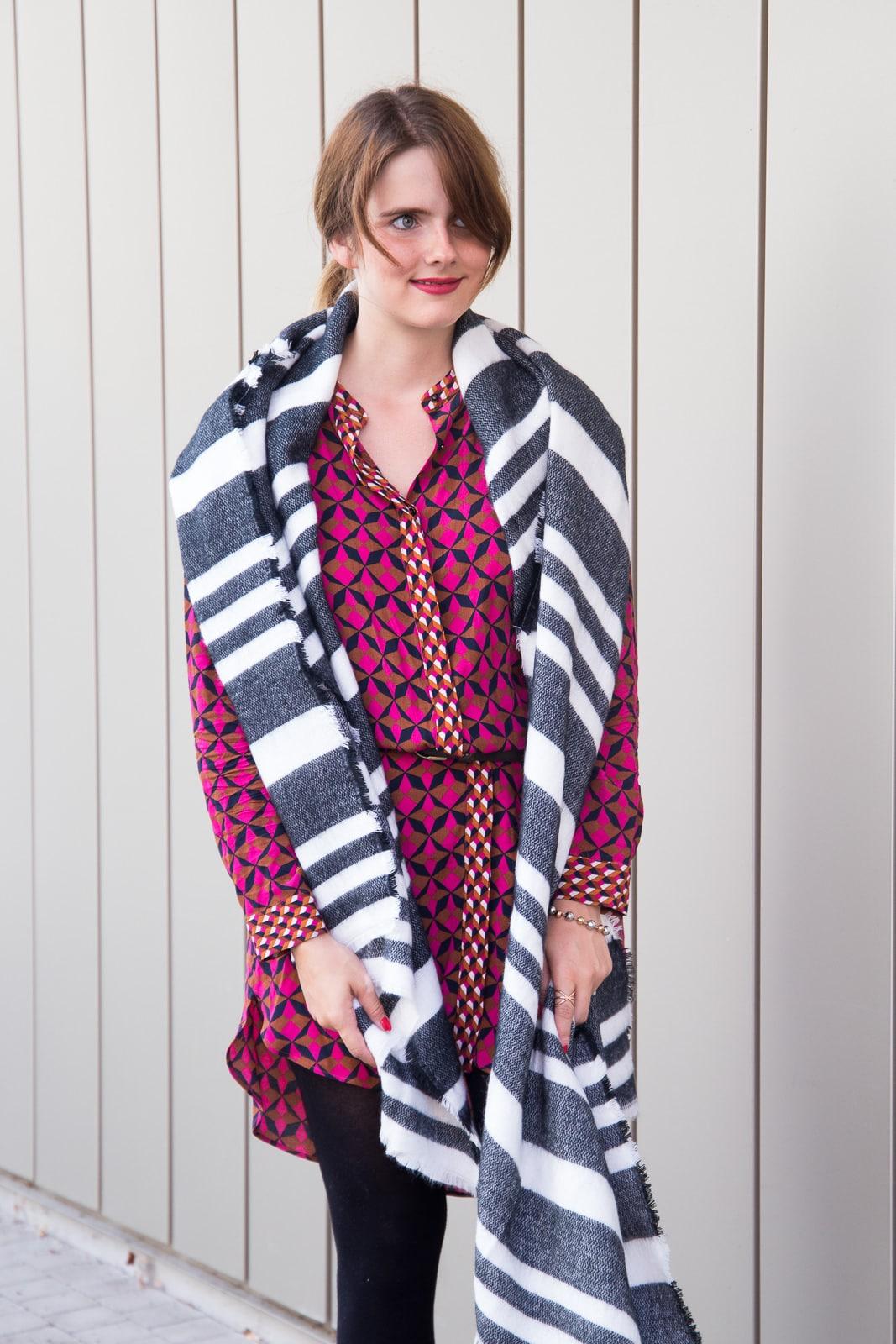 So kombinierst du dein Sommerkleid im Winter ohne zu frieren!