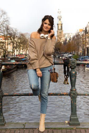 Fashion Look Amsterdam: Offshoulder Pullover, Sudio Regent & Chanel Brosche