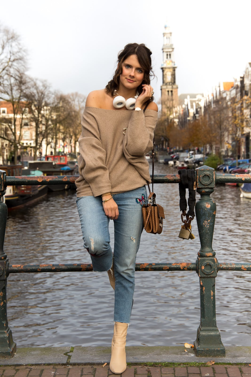 Fashion Look Amsterdam: Offshoulder Pullover, Sudio Regent & Chanel Brosche