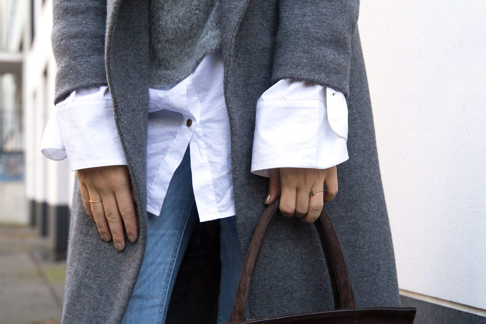 Outfit: Hallhuber Mantel & 2-in-1 Oversized Pullover mit Ärmeln in Überlänge