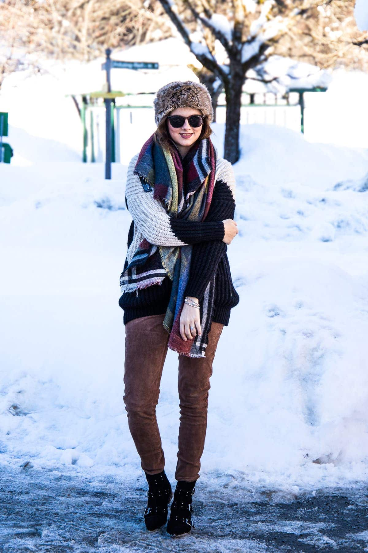 Outfit – Maje Cardigan, Lederhose & Isabel Marant Look-a-Like Boots