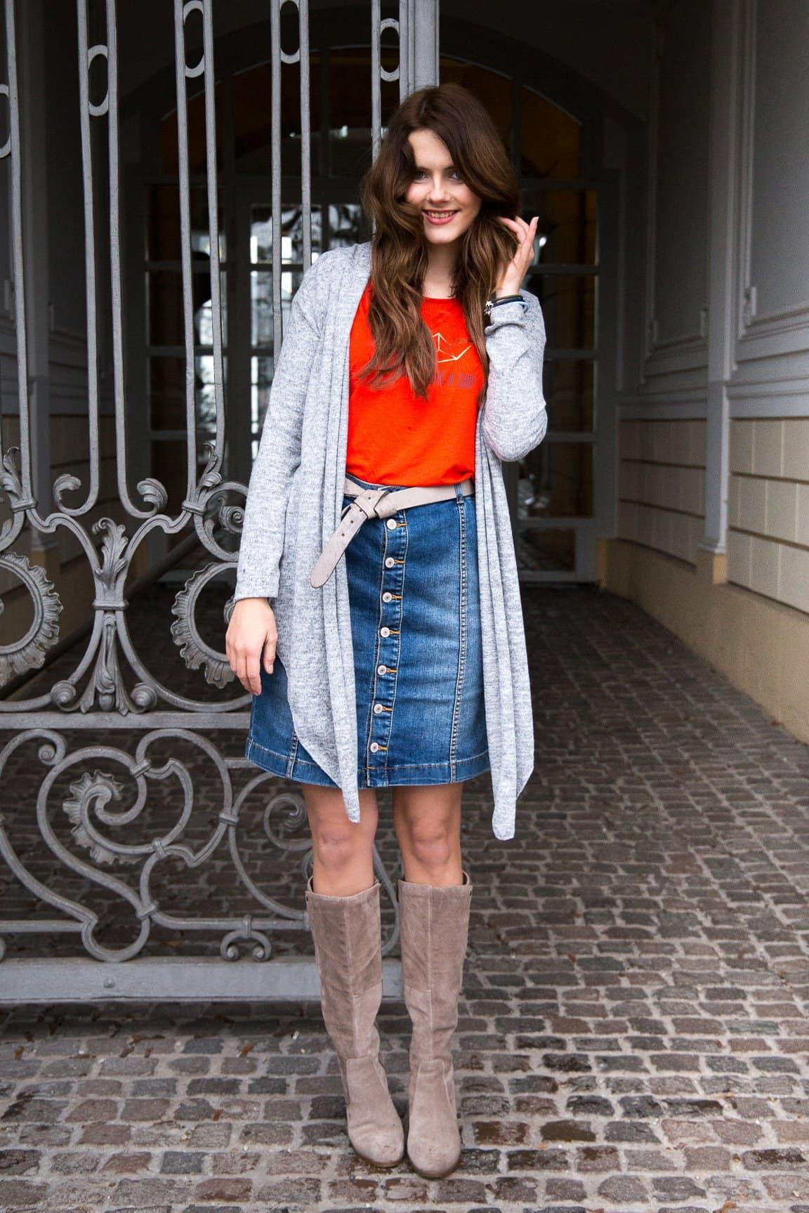 Wie kombiniere ich einen Jeansrock ohne langweilig gestylt zu sein?