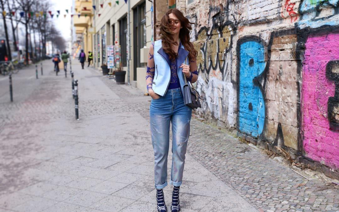 Outfit in Berlin – Holo Trend Jeans & transparenter Body à la Kardashian