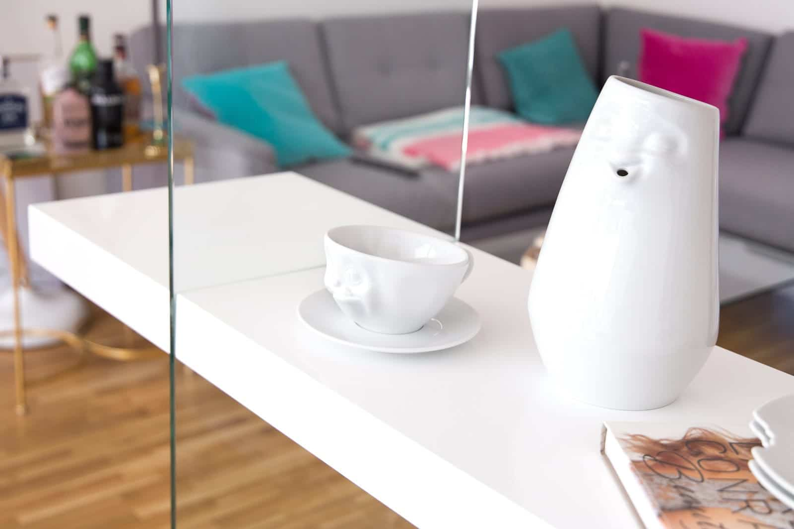 Wohnen im skandinavischen Stil: Glas Wohnzimmerregal + Dekotipps