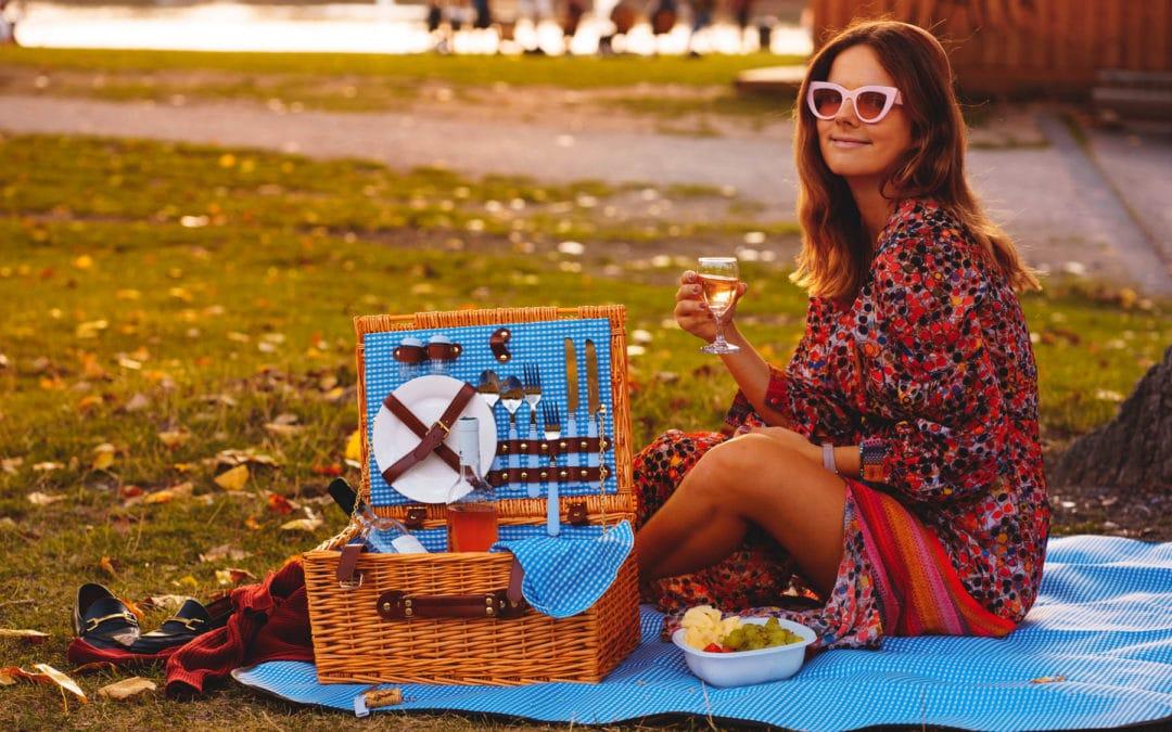 Spätsommer Picknick mit Rosé Wein aus der Provence