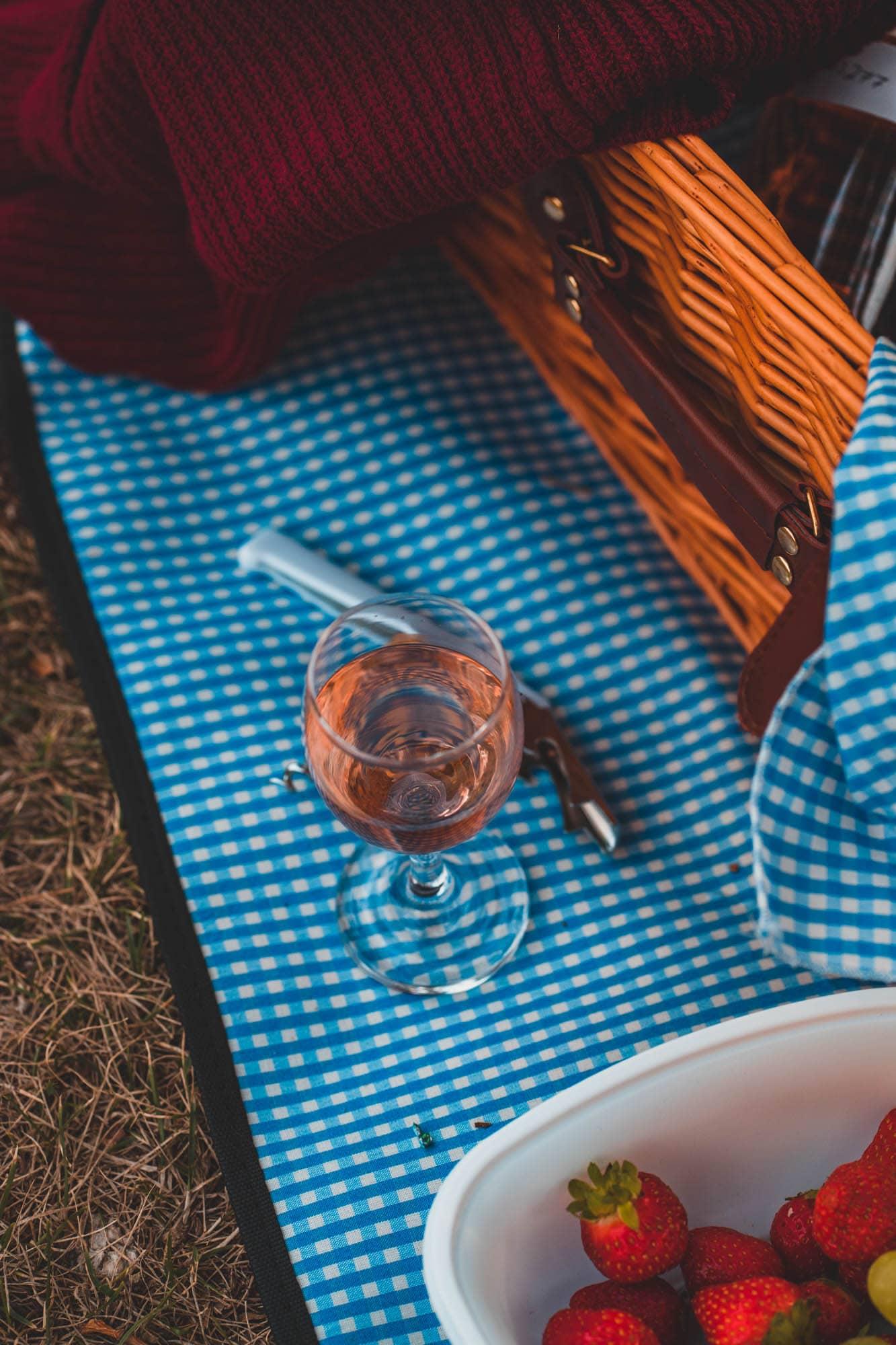 Spätsommer Picknick à la Provence in Köln: Roséweine und leckere Kleinigkeiten to Go
