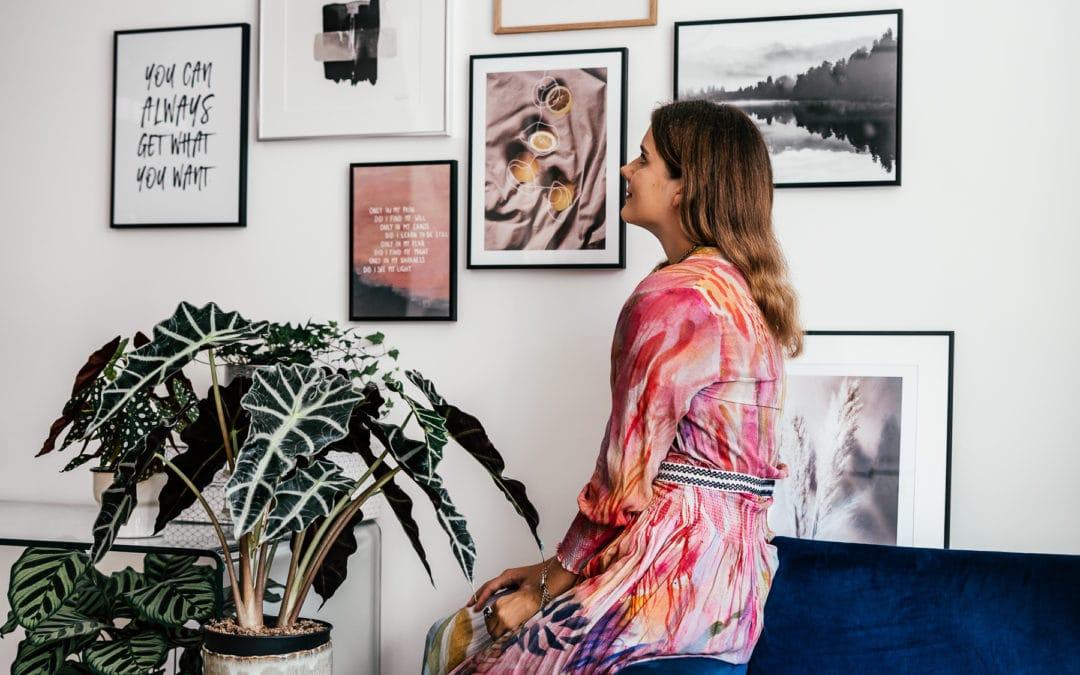 Bilderwand in rosa Tönen – Poster mit Quotes, Blumen und Reise Inspiration