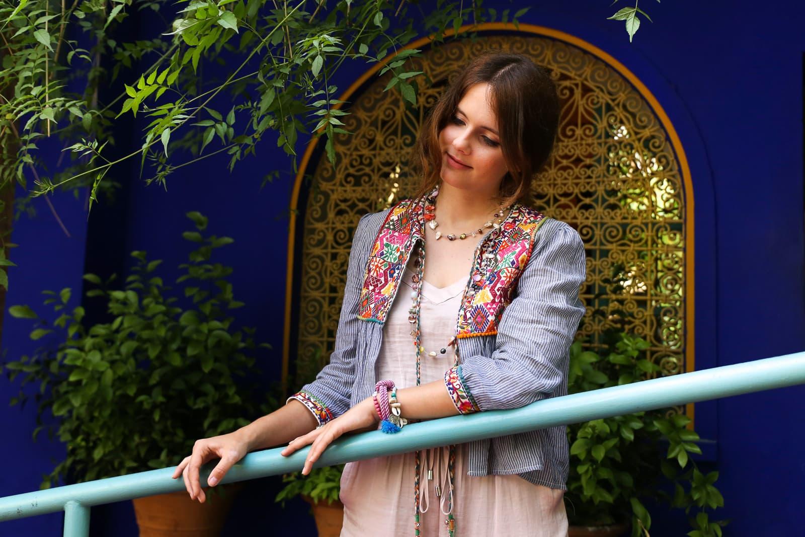 Traumhafte Orte in Marrakesch: Boho Outfit im berühmten Jardin Majorelle