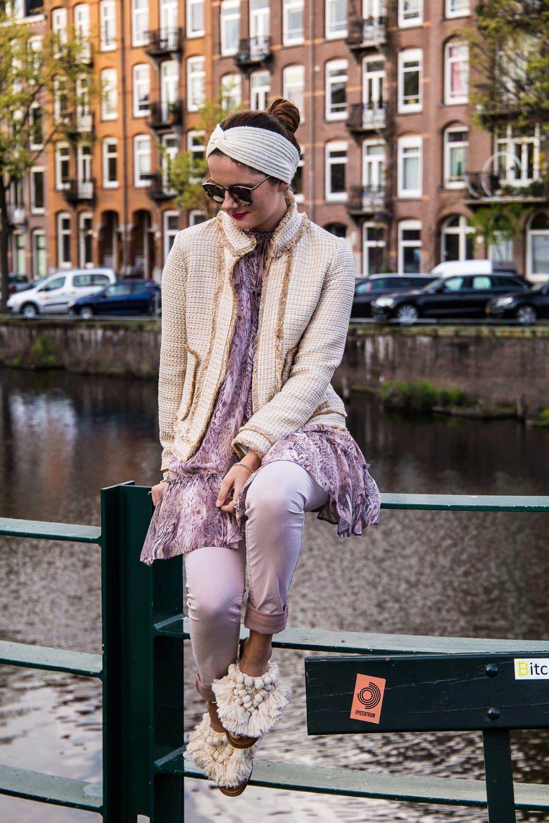 So stylst du Kleid über Hose ohne dich komisch zu fühlen!