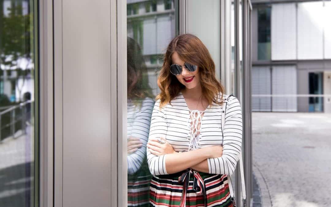 Sommer Outfit – Midirock, Platform Sandalen & Karl Lagerfeld Tasche