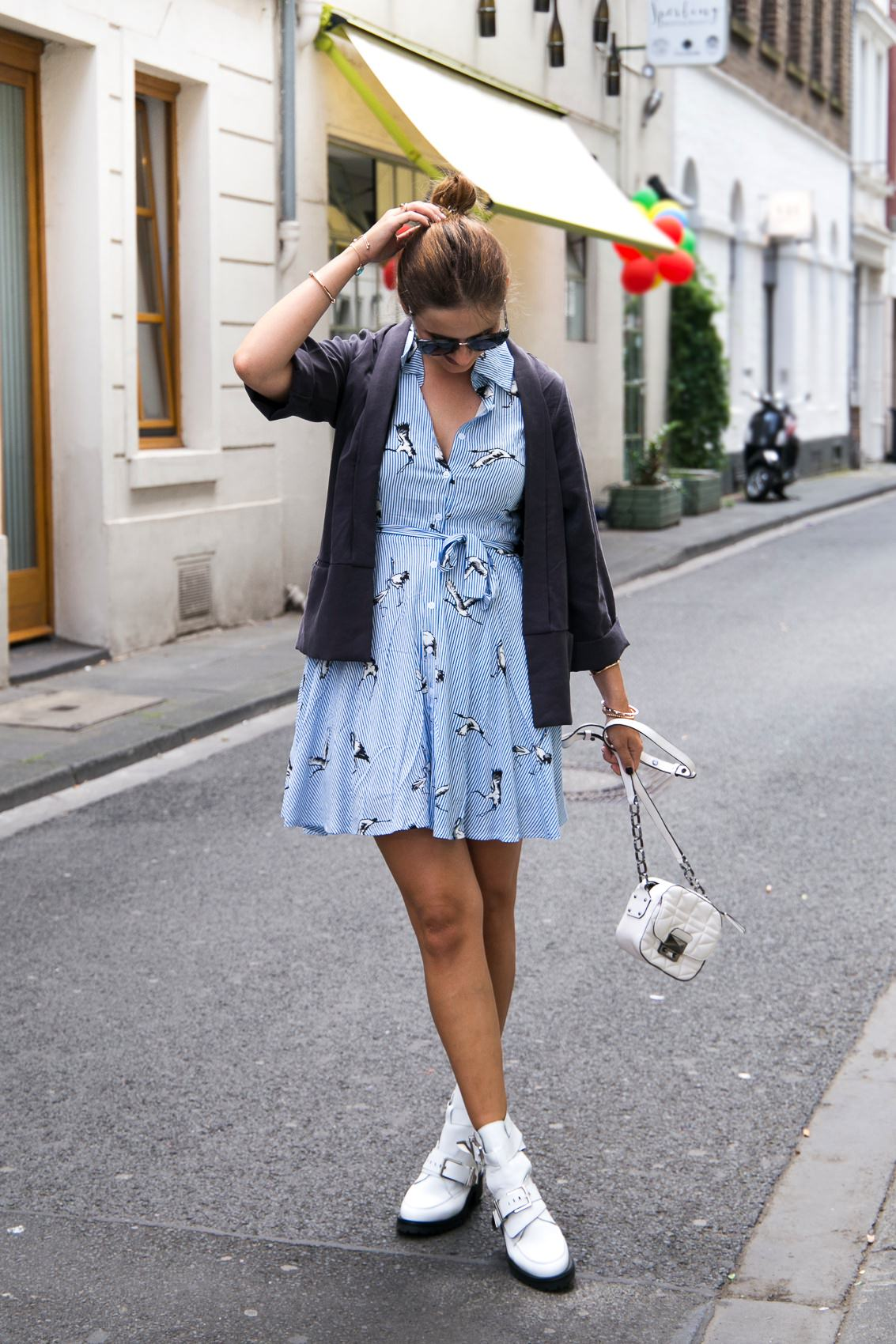 So kombinierst du Sommerkleider völlig neu, aber alltagstauglich!