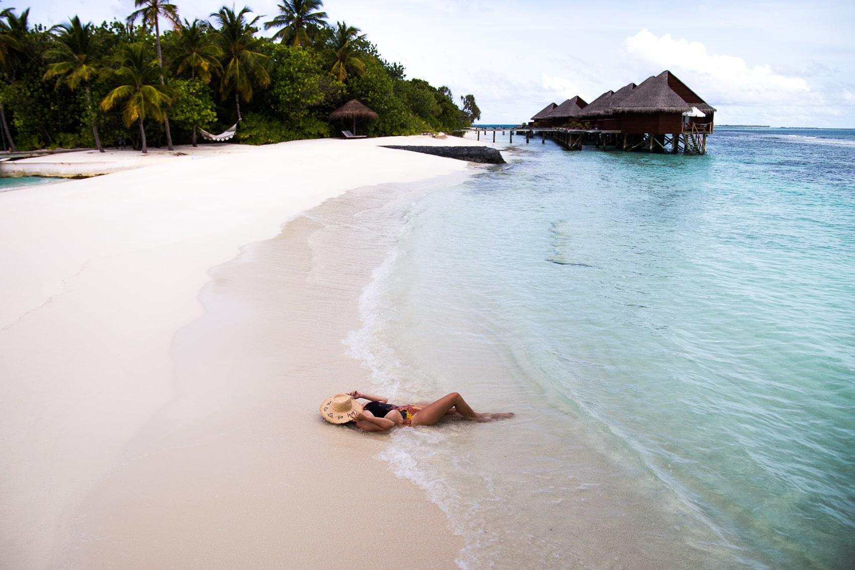 Meine Bikinis Trends 2017 und wo ihr sie im Sale nachshoppen könnt: Zara Cut-Out Badeanzug auf Mirihi, Malediven