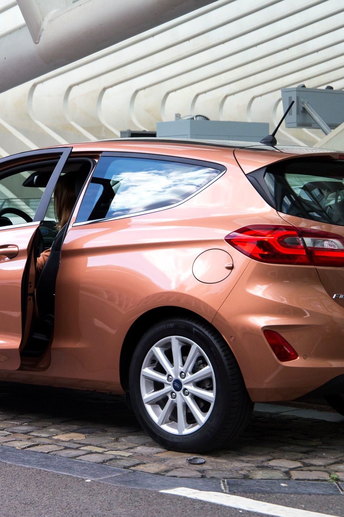 Städtereise mit dem neuen Ford Fiesta 2017 in Kalahari-Braun