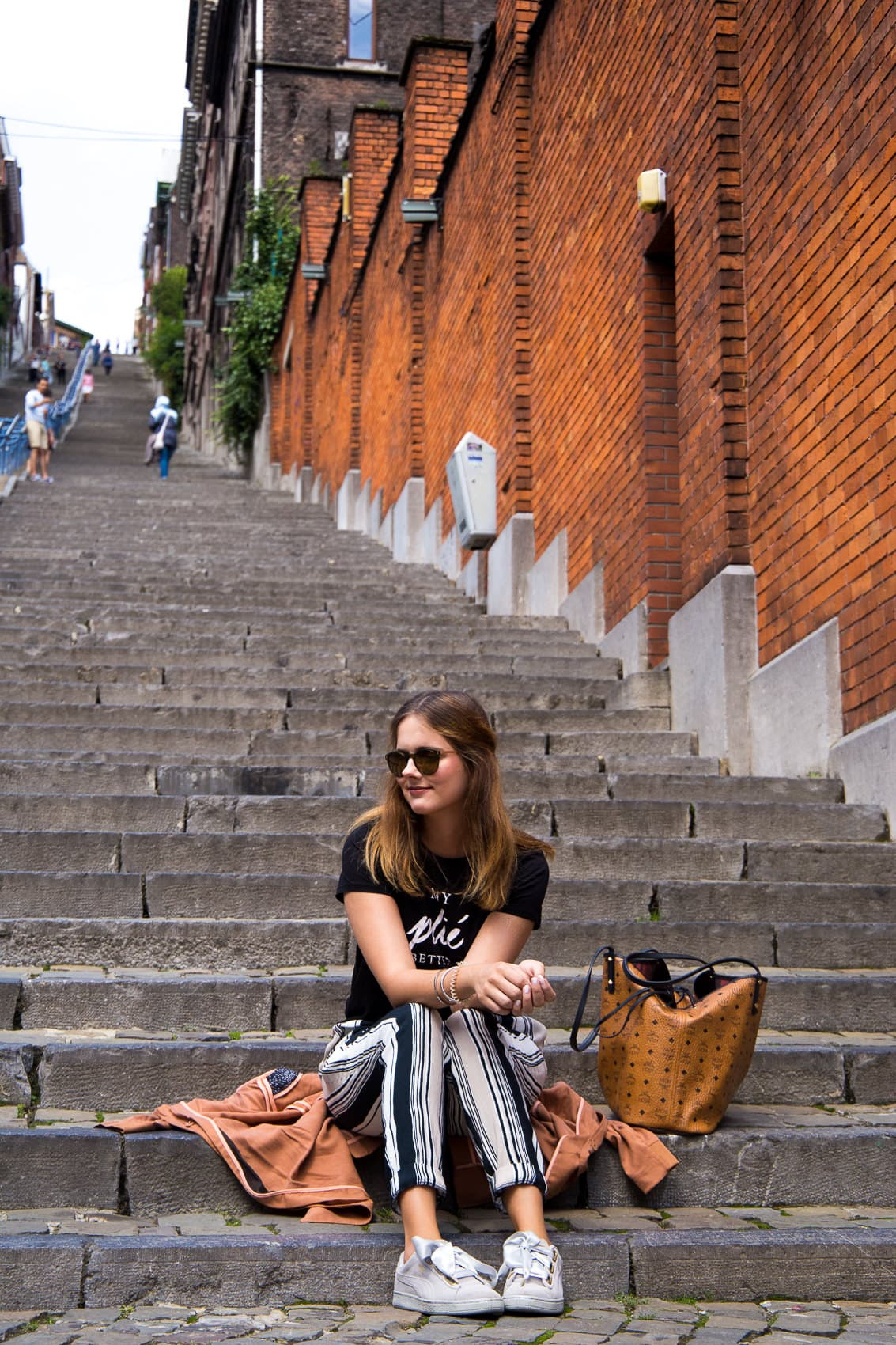 Stylisch & trotzdem bequem: Mein Travel Outfit in Liège!