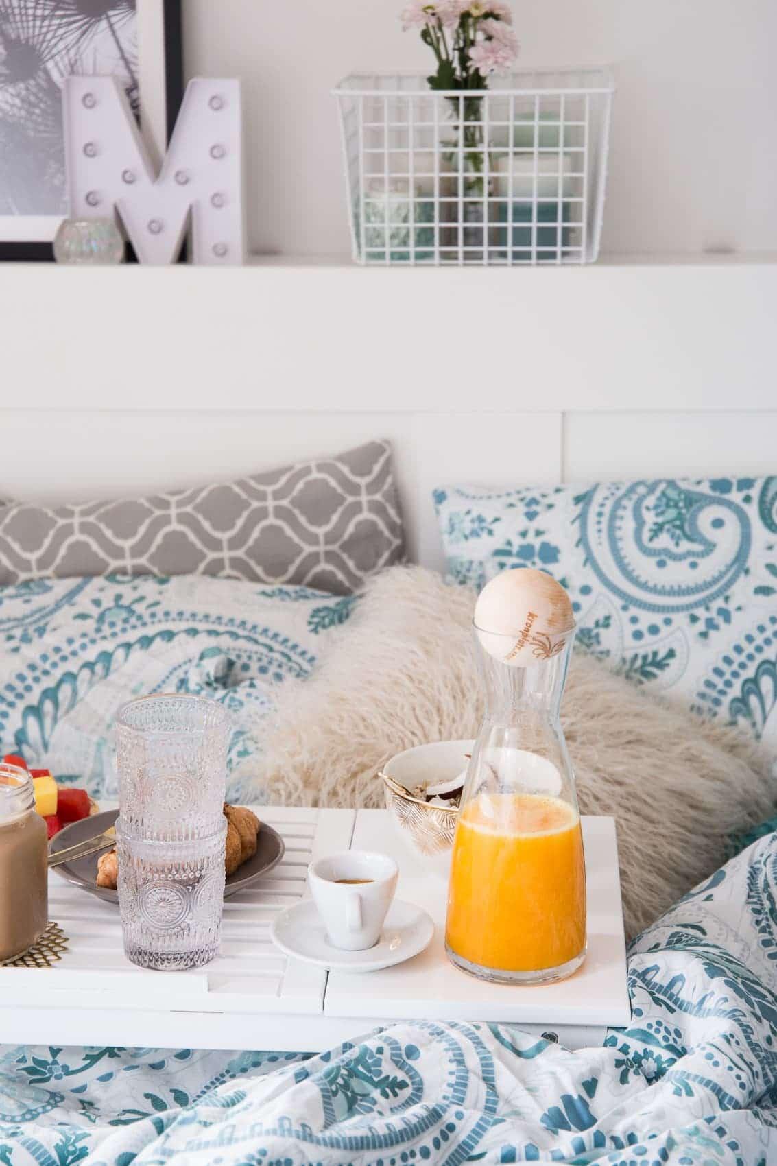 so einfach kreierst du das perfekte fr hst ck im bett. Black Bedroom Furniture Sets. Home Design Ideas