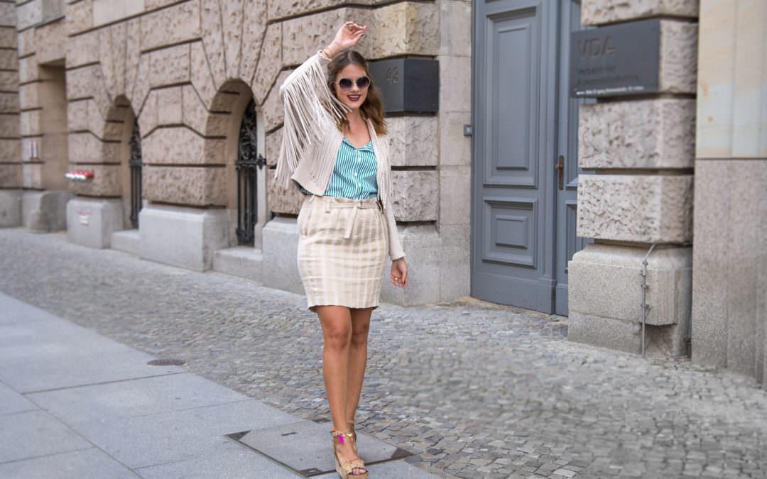 So stylst du deine neue Carmen Bluse – nur nicht langweilig!
