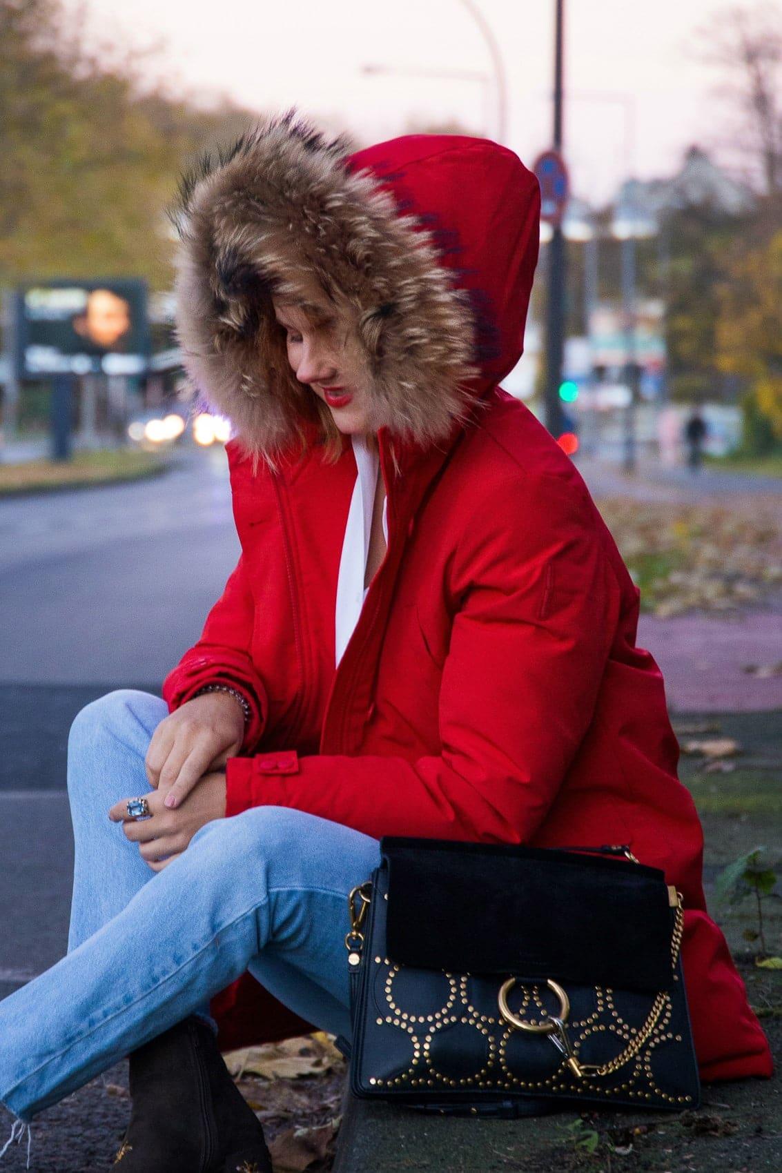 So stylst du deine rote Winterjacke in dieser Saison!
