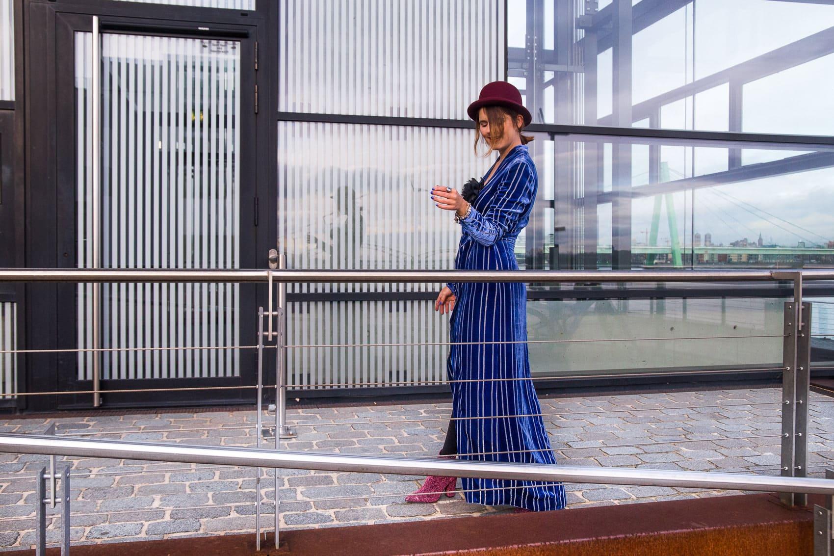 Mein Silvester Outfit 2017: Maxi Samtkleid mit XXL-Schlitz