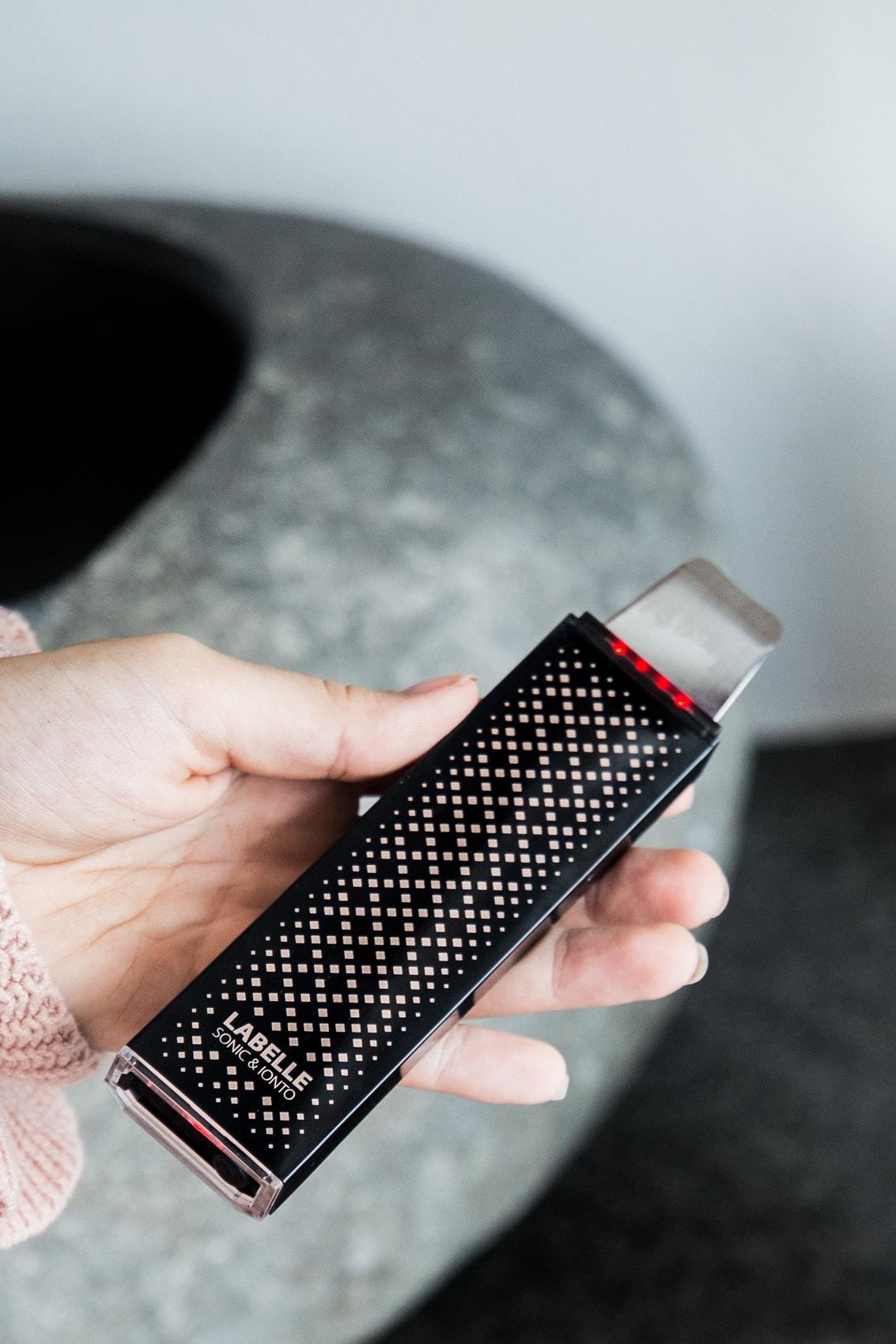 Productos de belleza Clubante - Dispositivo de peeling de ultrasonido La Belle bajo prueba