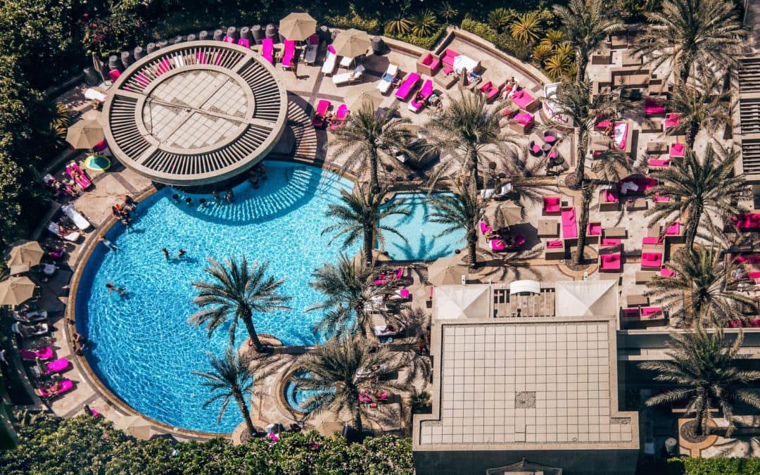 Shangri-La Dubai – Zimmer & Pool mit Blick auf den Burj Khalifa