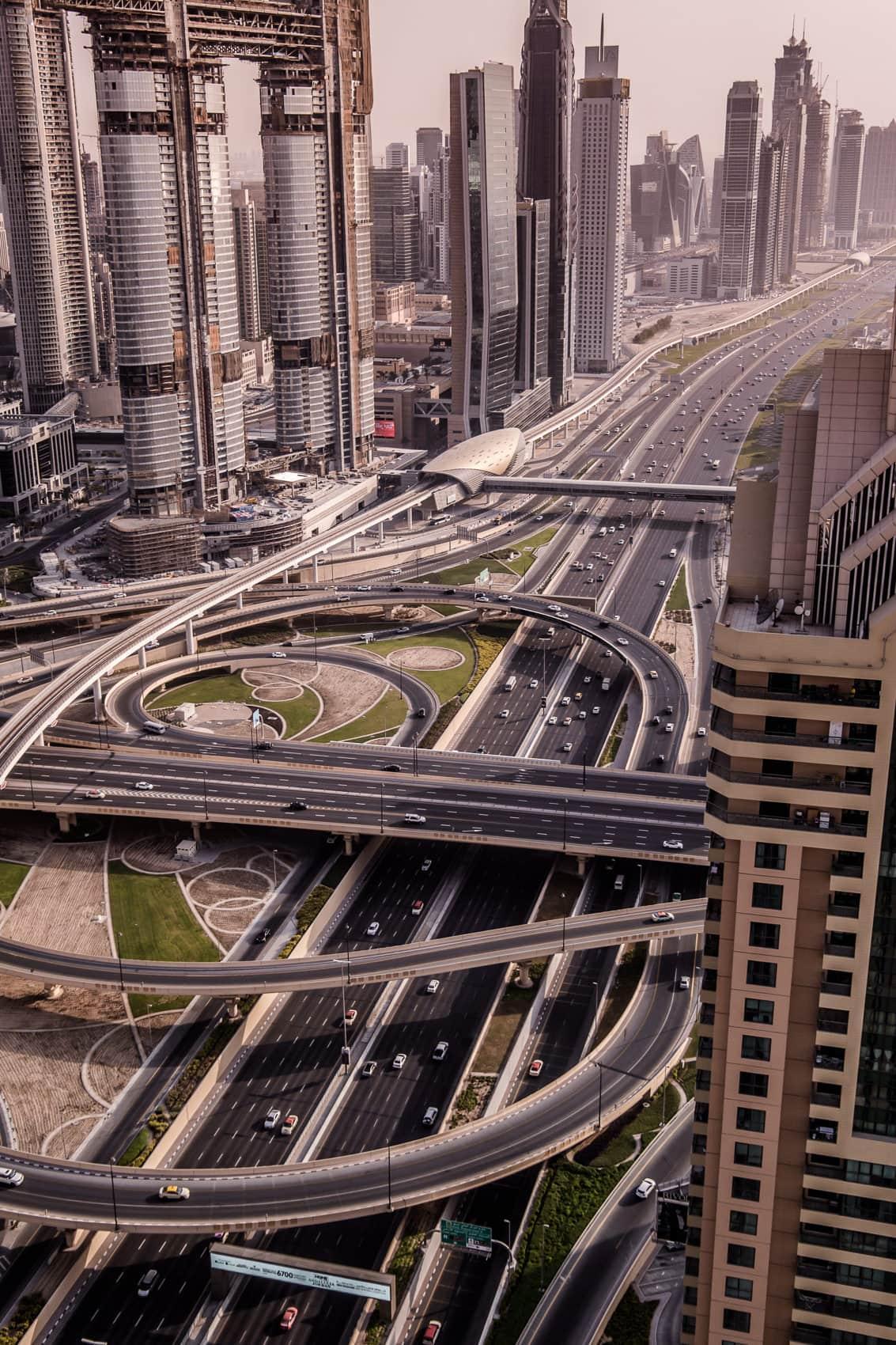 Shangri-La Dubai: Zimmer & Pool mit Blick auf den Burj Khalifa