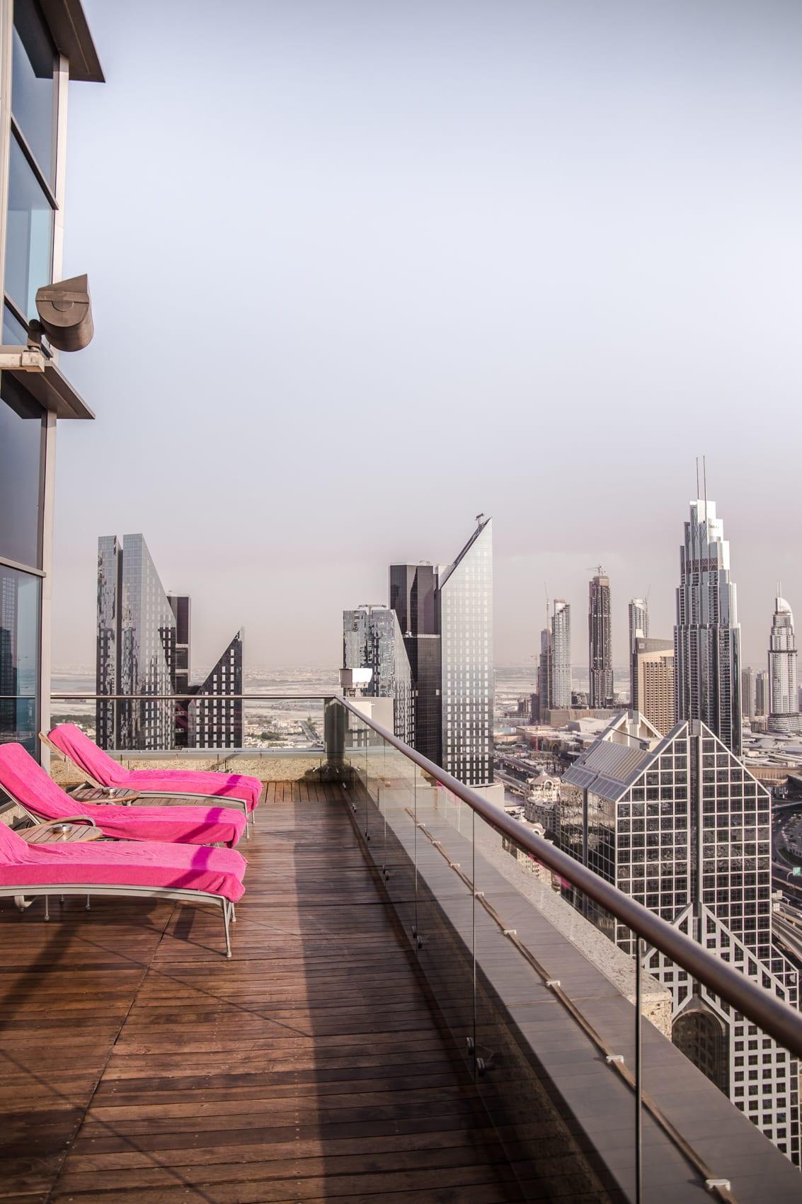 luxushotel-shangri-la-dubai-zimmer-pool-mit-blick-auf-den-burj-khalifa-reiseblog-des-belles-choses 36
