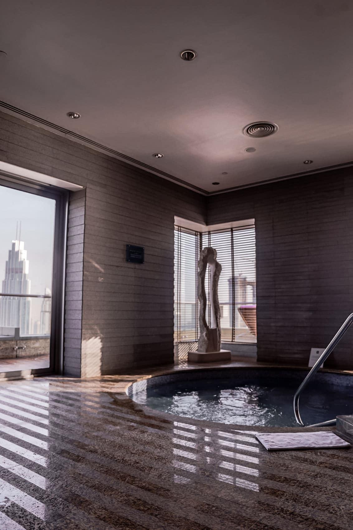 luxushotel-shangri-la-dubai-zimmer-pool-mit-blick-auf-den-burj-khalifa-reiseblog-des-belles-choses 37