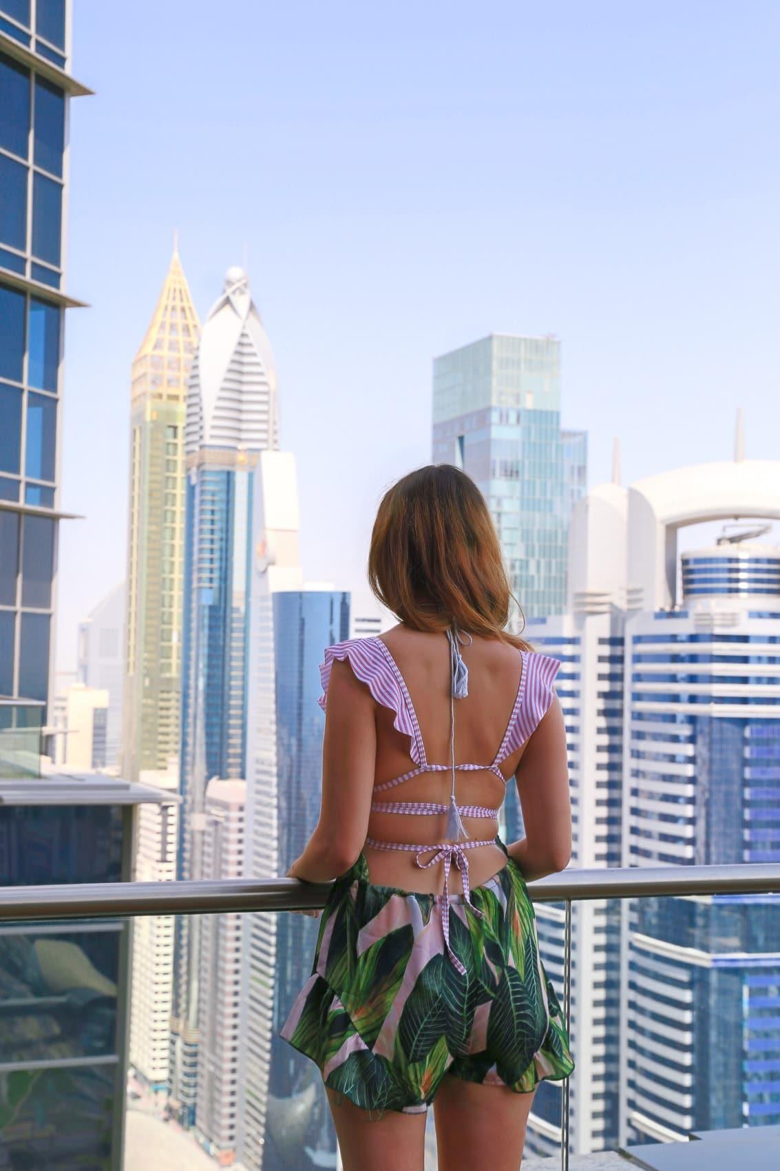 luxushotel-shangri-la-dubai-zimmer-pool-mit-blick-auf-den-burj-khalifa-reiseblog-des-belles-choses 45