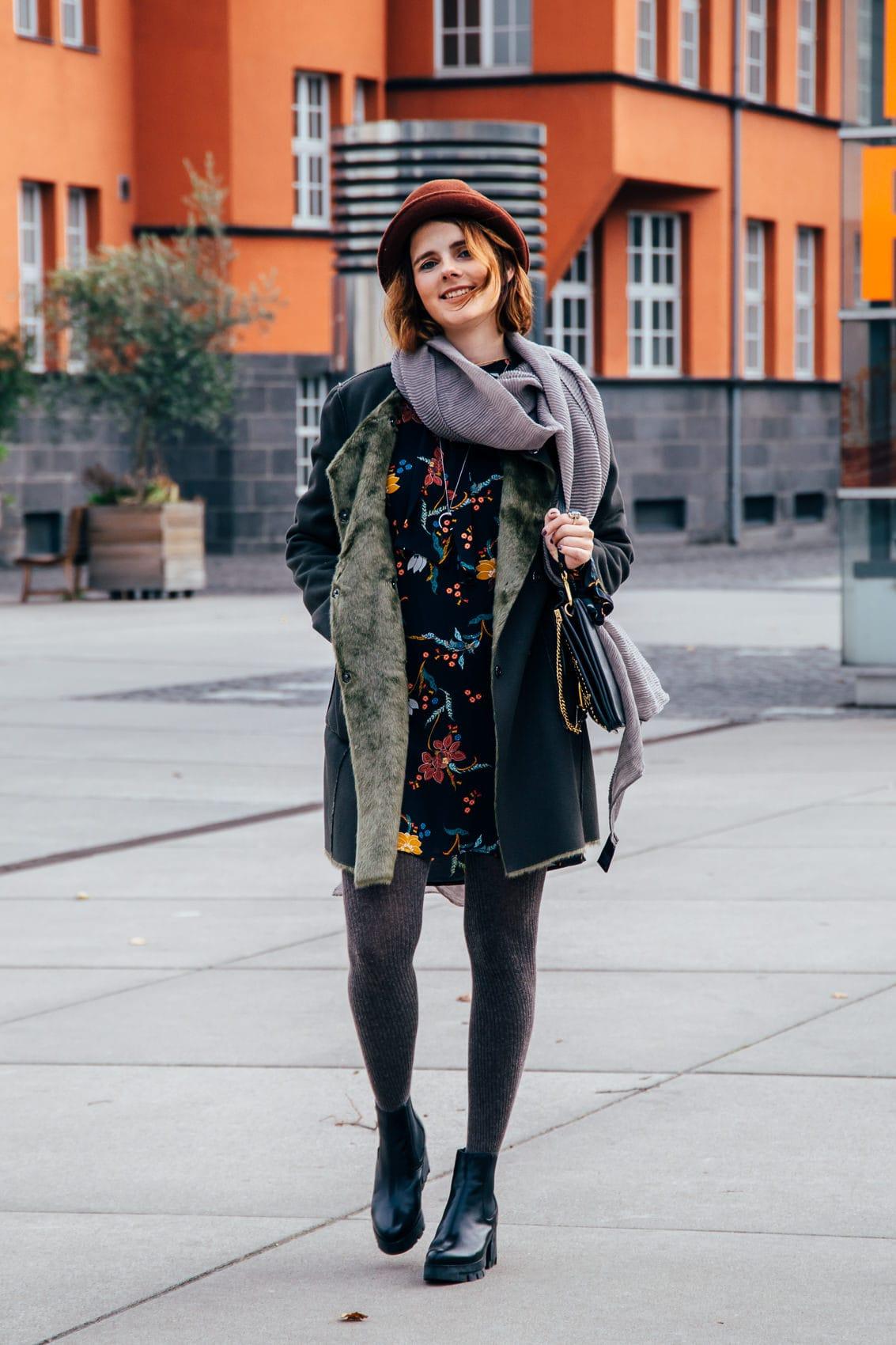 Stylisch ohne zu frieren: Minikleid, Wollstrumpfhose & Chloé Faye Bag