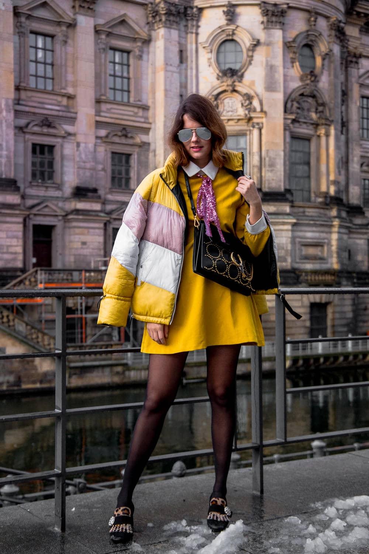 Trendfarbe Gelb - So stylst du ein auffälliges Partykleid im Alltag