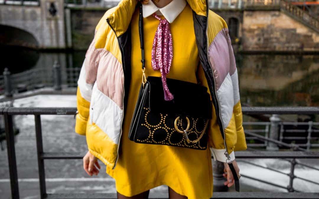 Trendfarbe Gelb – So stylst du ein auffälliges Partykleid im Alltag