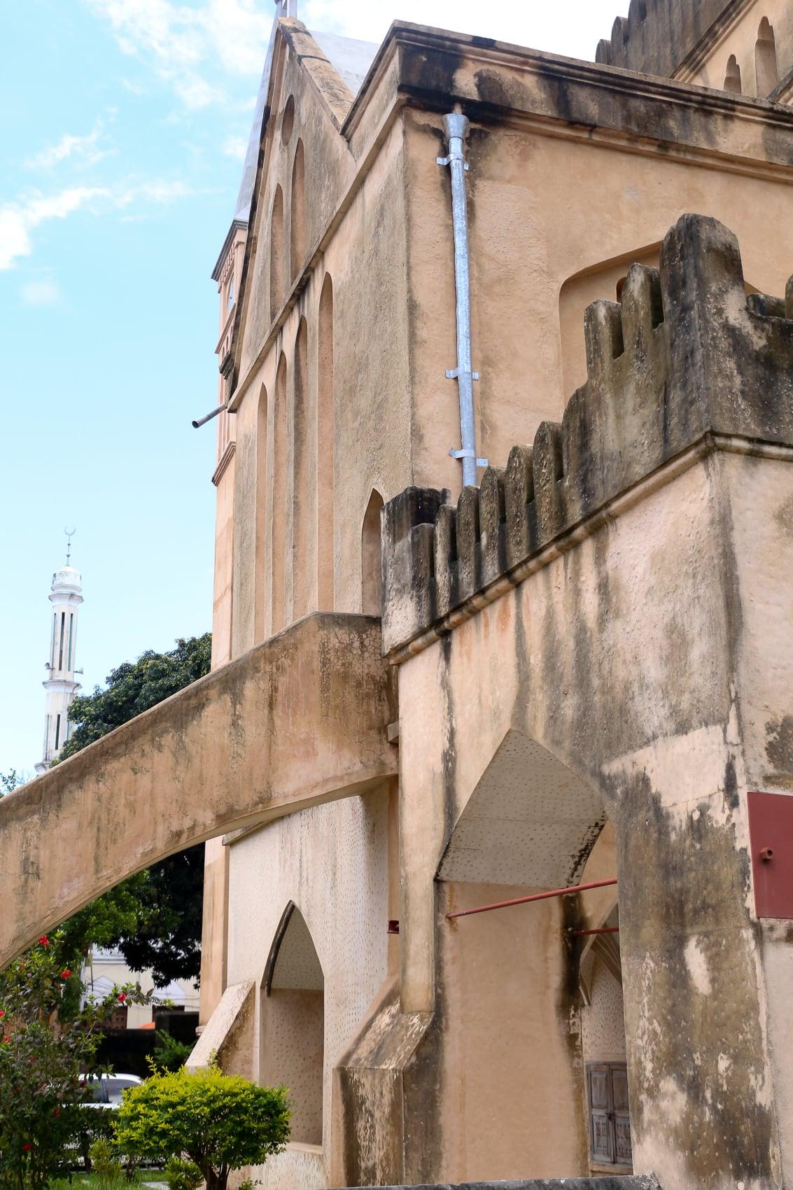 fünf-dinge-die-dich-auf-der-trauminsel-sansibar-überraschen-werden-hauptstadt-stone-town-reiseblog-des-belles-choses 1